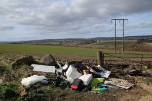 fly-tipping-5023335_640